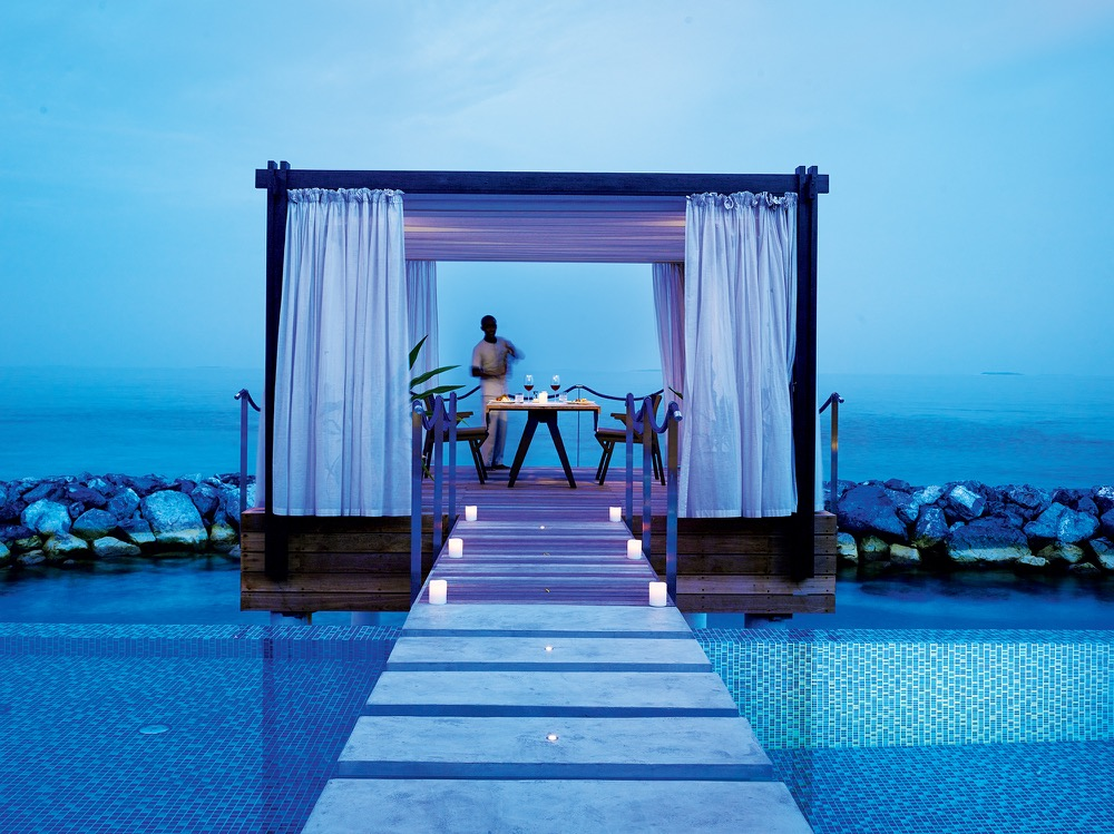 48 - Romantic Pool Residence - Over Water Gazebo