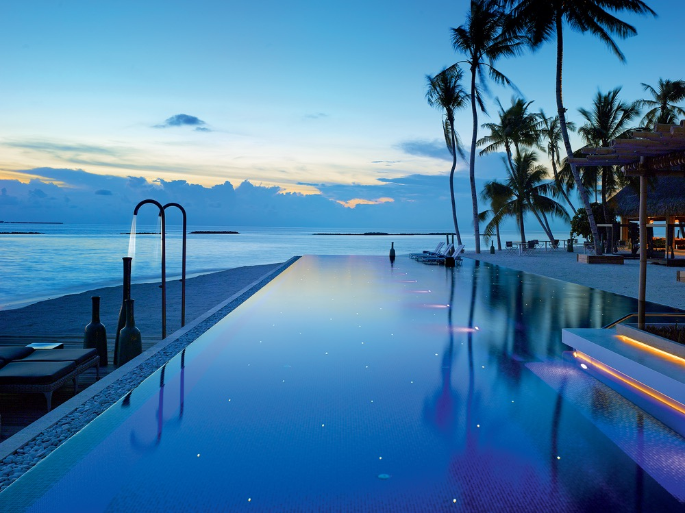 72 - Avi Pool Bar - Sunset View over Lagoon