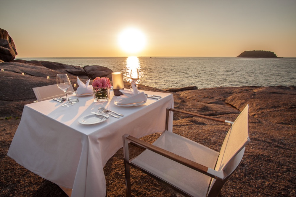 IMG_6777_sunset_dining_ontherocks_oceanview
