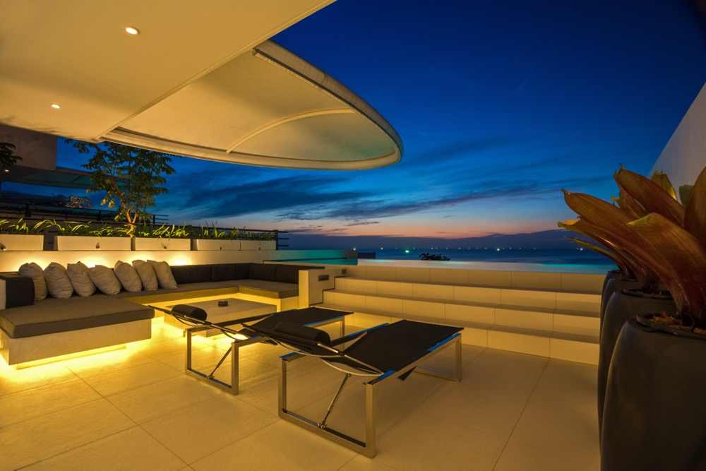 IMG_8214_skyvillathreebed_twilight_terrace_oceanview