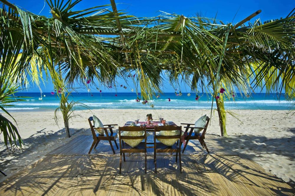 Konda Maloba beach picnic