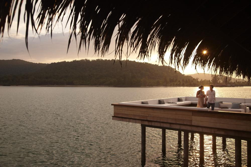 vista-bar-outdoors-at-sunset-1699