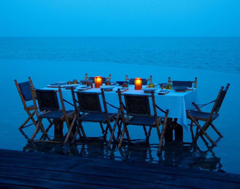 full-moon-dinner-in-the-pool_1857-1