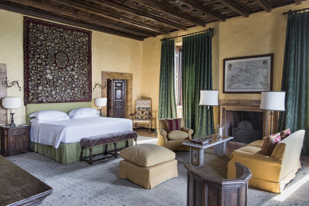 The Getty Master Suite at La Posta Vecchia Hotel, Ladispoli